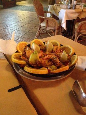 Pizzeria Rastaurante La Isla : Paella x due , in realtà ci sono 4 piatti a testa .. Per veri mangioni