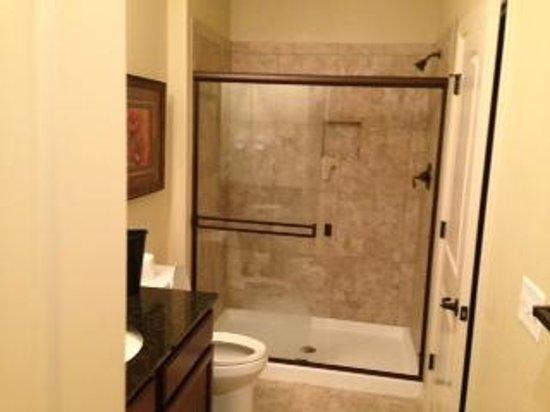 Thousand Hills Resort and Golf Club: Full bathroom