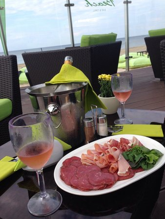 Baltic Beach Hotel & SPA: Didn't stay at the hotel, but stopped for drinks while biking on the beach. Beautiful atmosphere