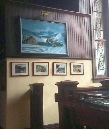 Lake Louise Station Restaurant: The feel of the old station has been maintained by pictures and decore