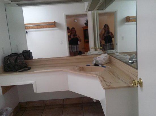 El Rancho Motel: large bathrooms