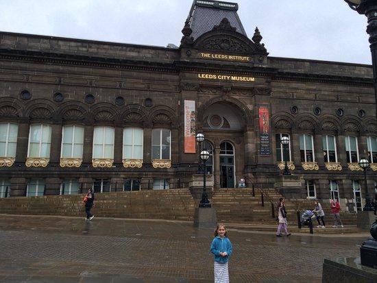 Leeds City Museum: Front