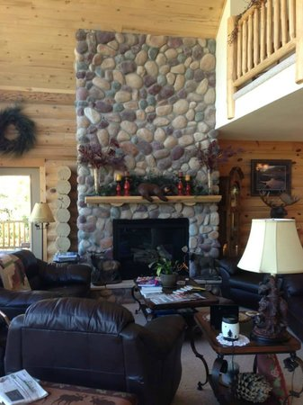 Mountain Comfort Bed & Breakfast: Large common area