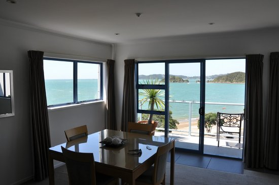 Blue Pacific Apartments Paihia: View from kitchen, towards dining area and balcony.
