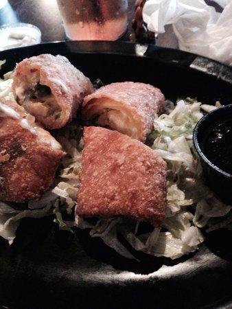 Riptides Raw Bar & Grill: Shrimp and avocado spring rolls :)