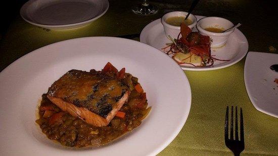 Altamira Restaurant: Salmon