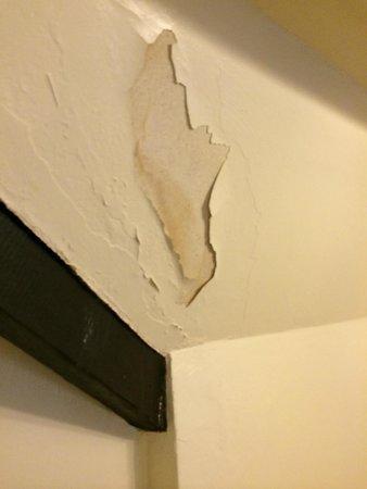 Hatton Court Hotel: Room 2 Wall