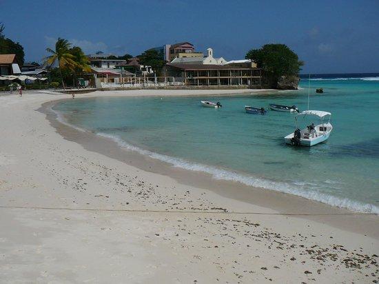 Ocean 15 Hotel : Praia linda e romântica, a curta caminhada do hotel