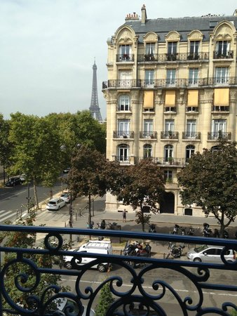 Hotel Duquesne Eiffel : View from our room!