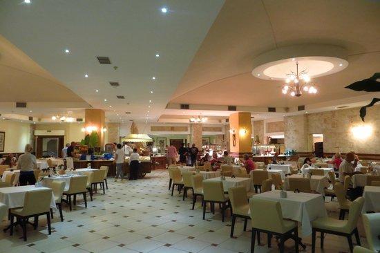 Atlantica Imperial Resort & Spa: Main dining room