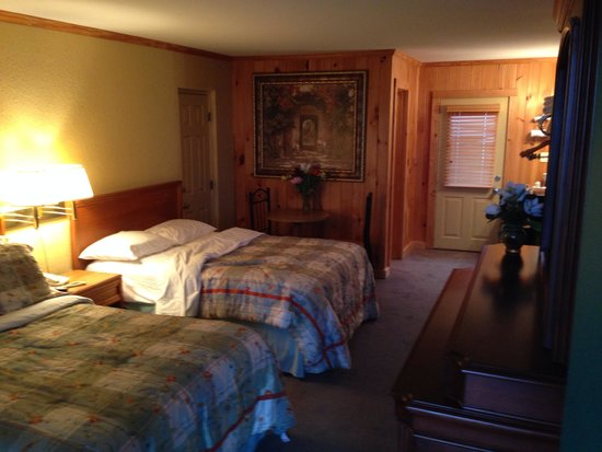 Saluda Mountain Lodge : Sorry, I didn't make the bed, but a great nights sleep!