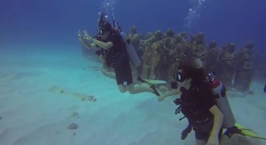 Always Diving & Water Sports : scuba divers!