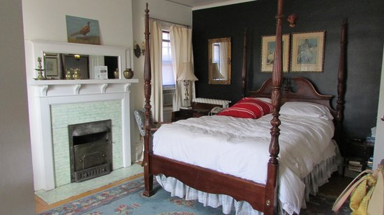 Ashbury House B&B: elegant room
