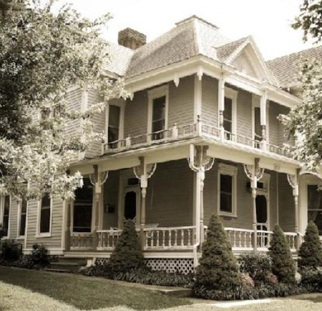 McCanse House Bed and Breakfast: This era was like no other!