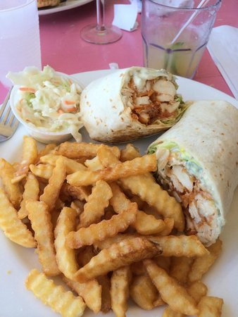 Flip Flops Dockside Eatery: Buffalo Chicken Wrap
