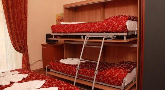 Hotel il Papavero: letto matrimoniale con 2 letti