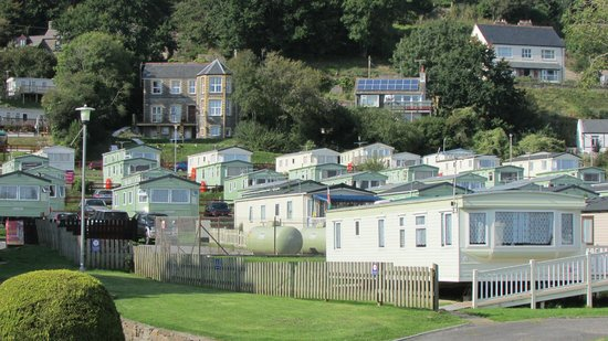Parkdean - Pendine Sands Holiday Park: Background view above the rental cabins and caravans