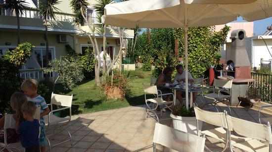 Irinoula Dreams: giardino colazione