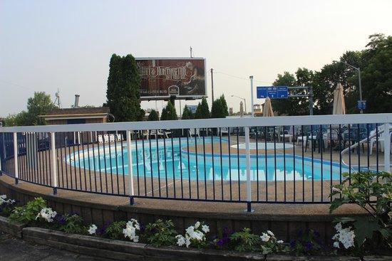The Diplomat Inn : Piscina de agua fria