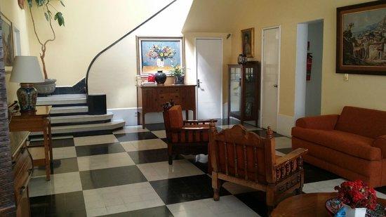 sala de estar,con varios cuartos alrededor - Picture of Hotel Casa ...