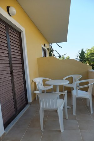 Draganikos: Ground floor studio balcony