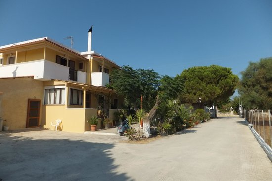 Draganikos: Side view, 2bed apart no4 on first floor, owners on ground floor.