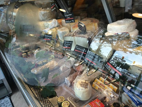 Riversdale Delicatessen and Market: Variety of delicious deli and market goods
