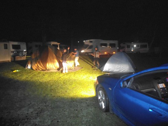 Mercury Bay Holiday Park: Setting up camp at night