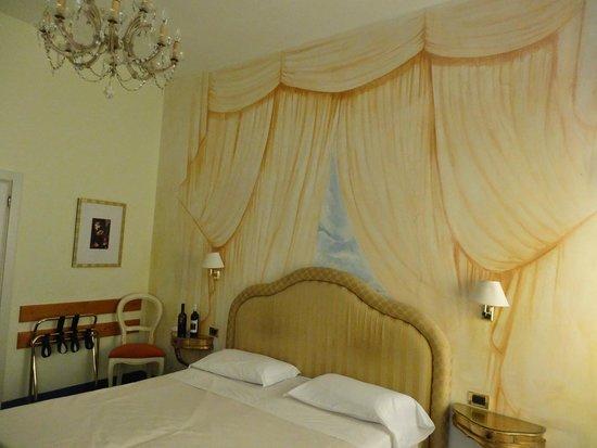 Hotel Gardena : Charming European Decor