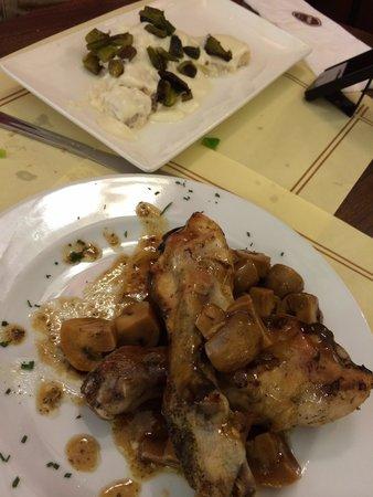Pastelerias Mauri: Second course. Chicken was sooooo good