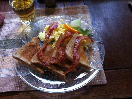 Train Station Inn: Breakfast