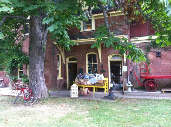 Train Station Inn with B &B, breakfast room and gift shop