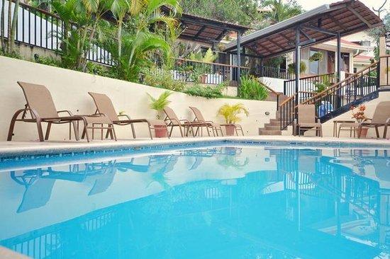 ApartHotel Casa Reflejos: Piscina