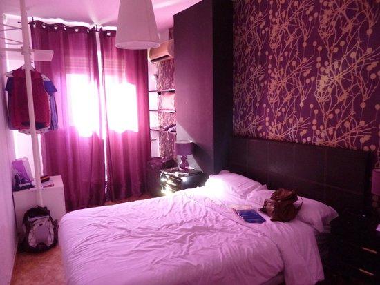 Hostal El Cid Valencia: Habitación doble con baño privado. 2ª planta (da a interior pero muy soleado, terreno sin edific