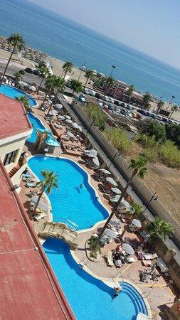 Marconfort Beach Club Hotel: Piscinas desde una de las habitaciones