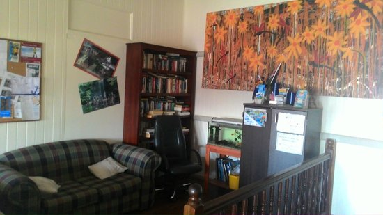 Gladstone Backpackers : Reading Area
