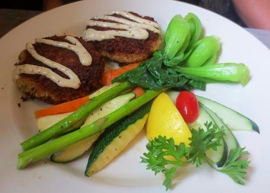 jae's asian bistro: Crab cakes and fresh veggies