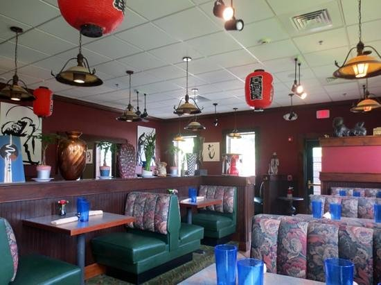 jae's asian bistro: Atmosphere is busy and dated