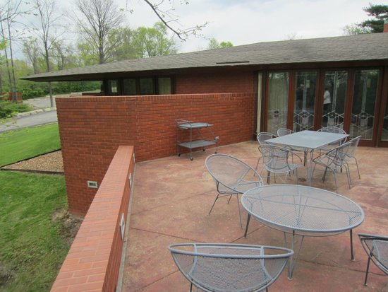 Frank Lloyd Wright House in Ebsworth Park : balcony off the main siting room, Kraus House