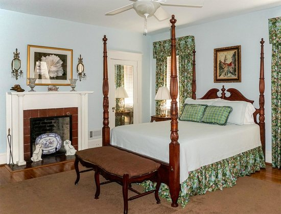 Foreman House Bed & Breakfast: A bedroom on the second floor