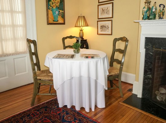 Foreman House Bed & Breakfast: One of the several tables in the Dining Room