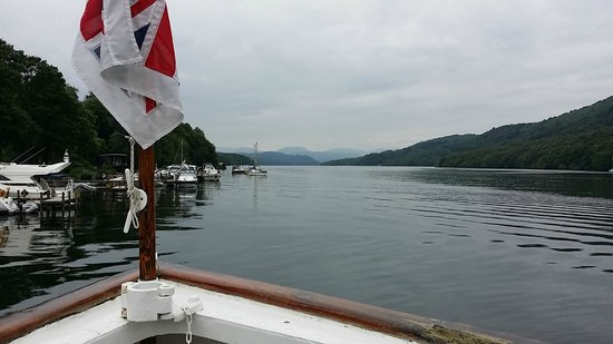 The Burn How Garden House Hotel: Lake Windermere from one of the cruise boats