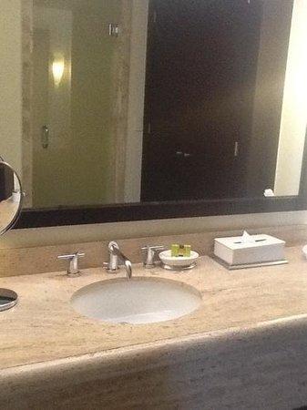 Presidente Inter-Continental Cozumel Resort & Spa : vanity area