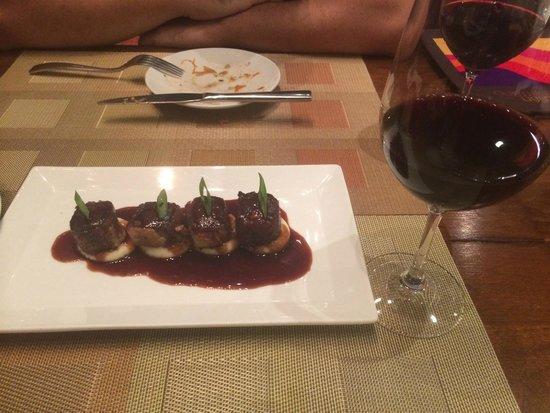 Julian Serrano Tapas: Rabo de toro (oxtail meat over mashed potatoes)