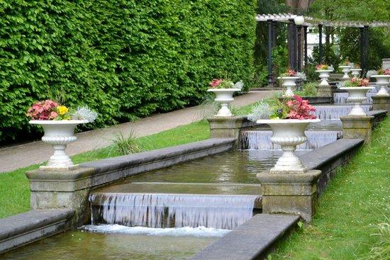 Flora: Garden Waterfall