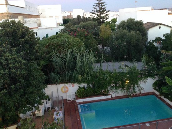 Hostal la Posada: View of pool from roof terrace