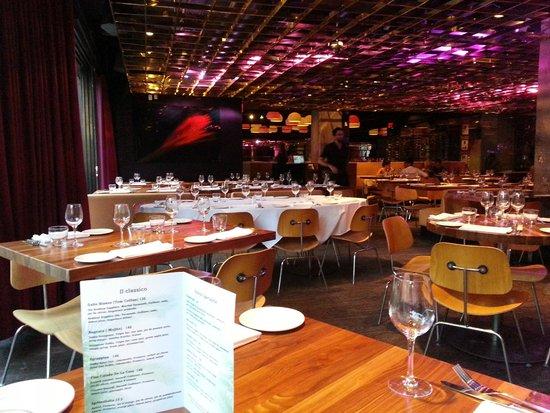 Buonanotte: Inside, it is empty but it gets full pretty fast after 20:00