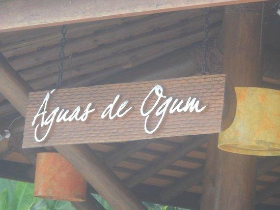 Ogum Marinho: Bar a beira da aconchegante piscina.