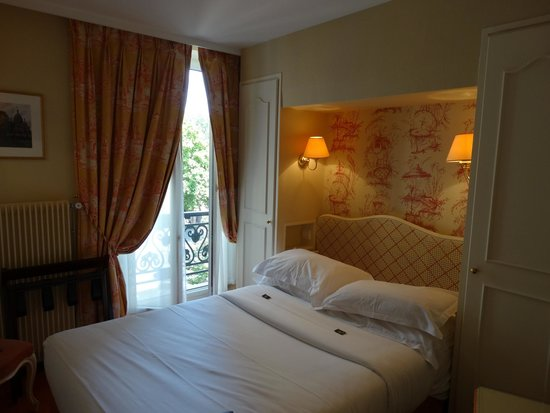Hotel Belloy Saint-Germain by HappyCulture : Room with French door view