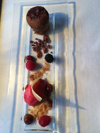 Restaurant Caprice: Chocolate cake dessert